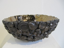 Bowls with cogs etc on surface 001